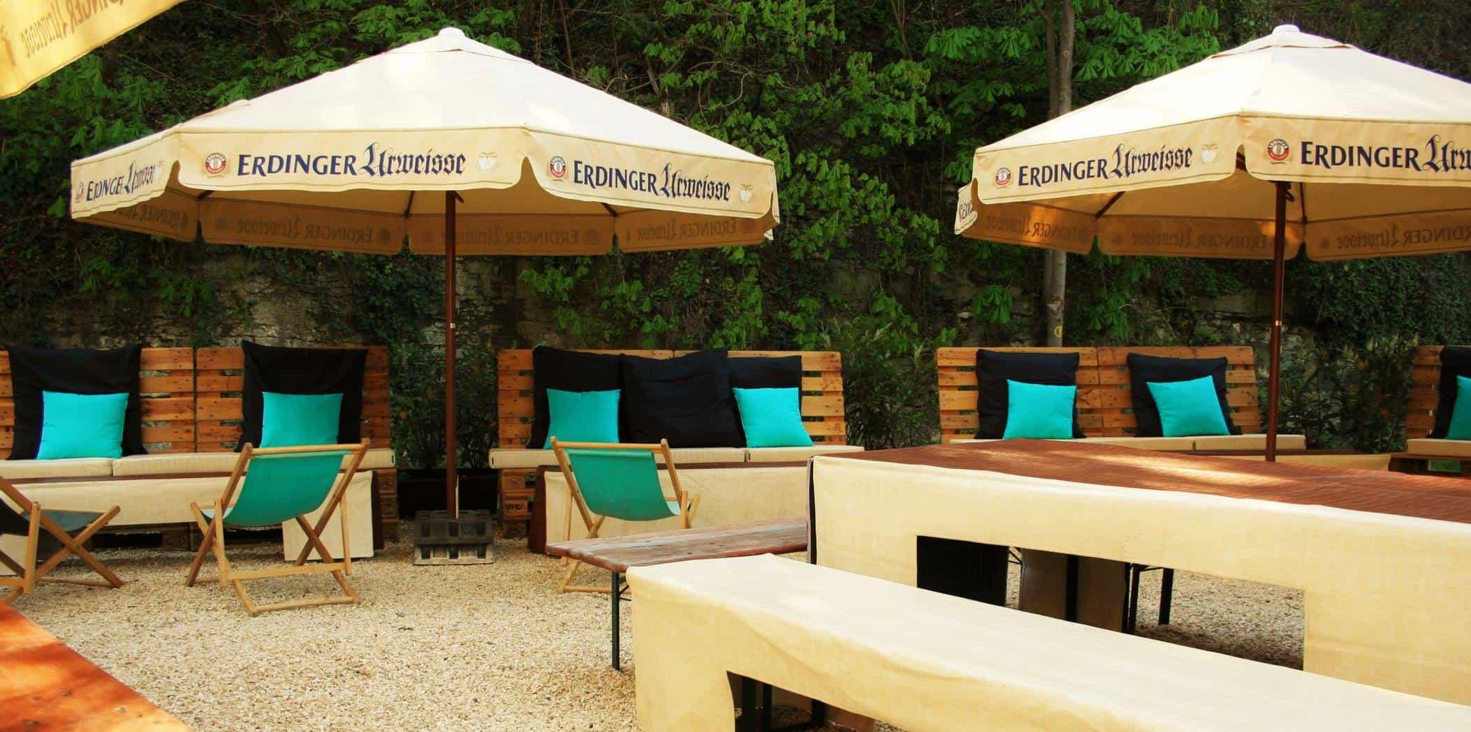 Biergarten-Bollwerk-Lounge